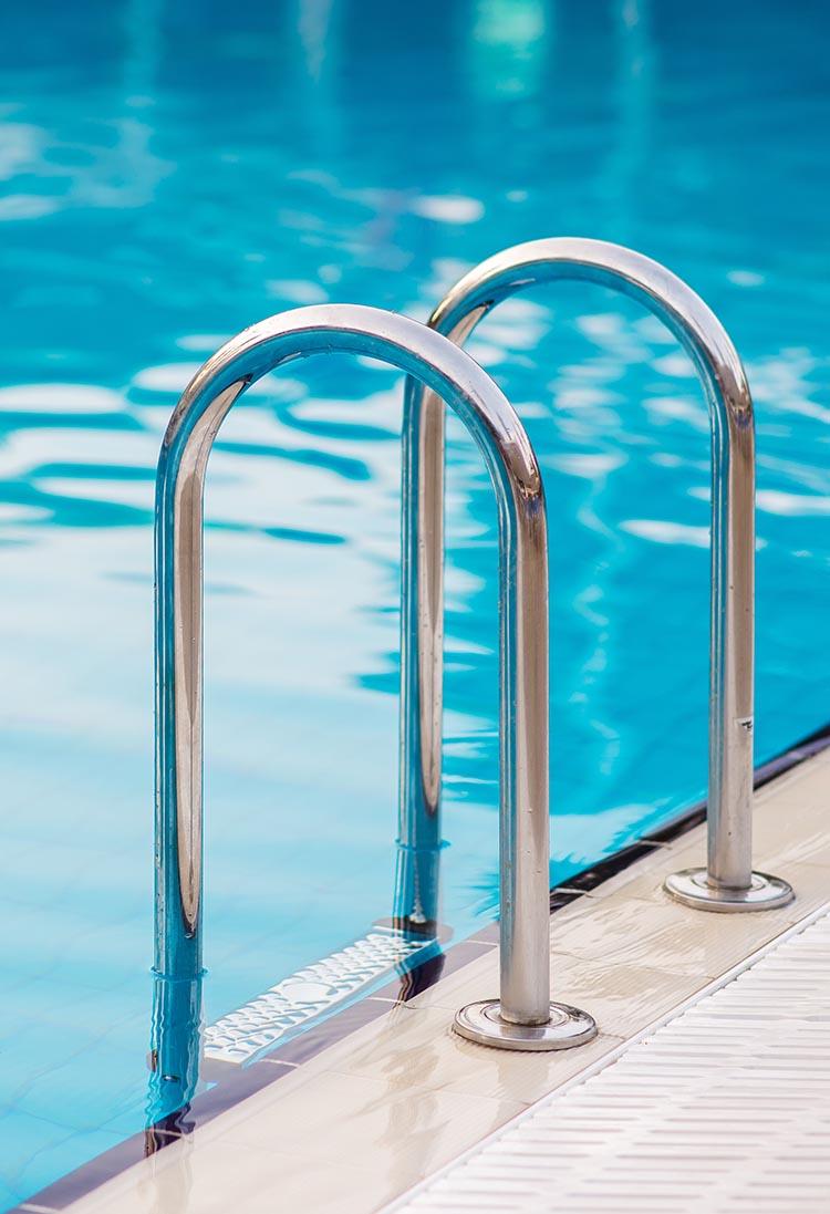 Costruzione piscine a sfioro a Napoli